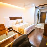 Contemporary Double Bedroom with bath - Chola Serviced Apartment
