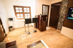 Premium Apartment with living area, kitchen, bedroom and bath - Chola Serviced Apartment