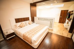Short Stay Apartment with living area, bedroom and bath - Chola Serviced Apartment