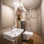 Stylish bathroom - Chola Serviced Apartment