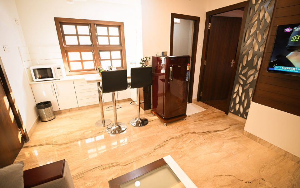 Service Apartment with Kitchen facility - Chola Serviced Apartment