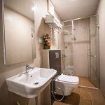 Stylish bathroom - Chola Serviced Apartment
